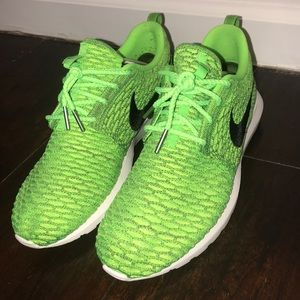 low priced 1d384 edfaf Nike. Nike Flyknit Roshe Run Electric Green 677243-700